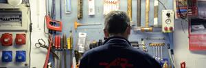 Officina per riparare compressori guasti